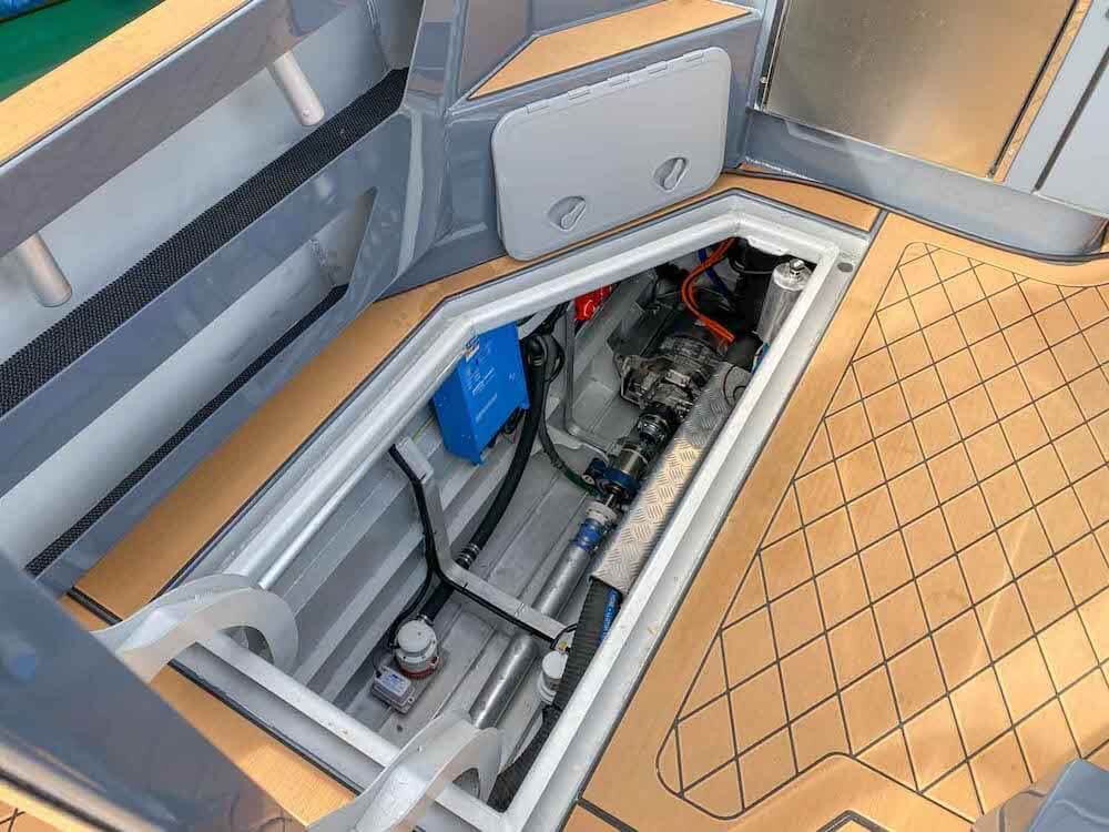 Hybrid-Boat-Electric-Drive-100kW-engine-room